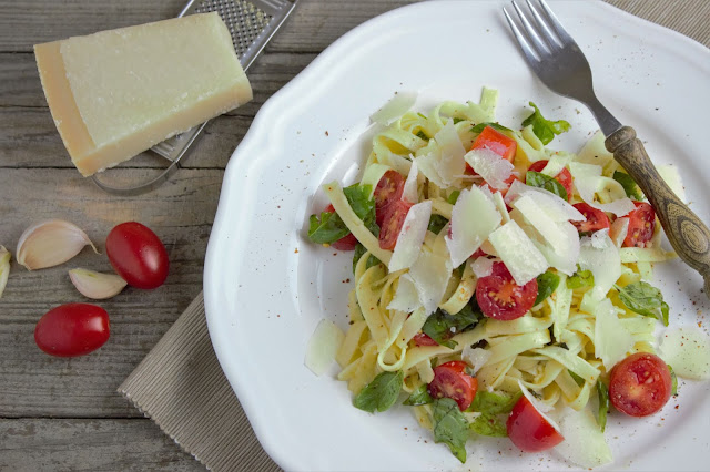 Easy Pasta Salad With Mozzarella And Tomato(10 Minutes Recipe)
