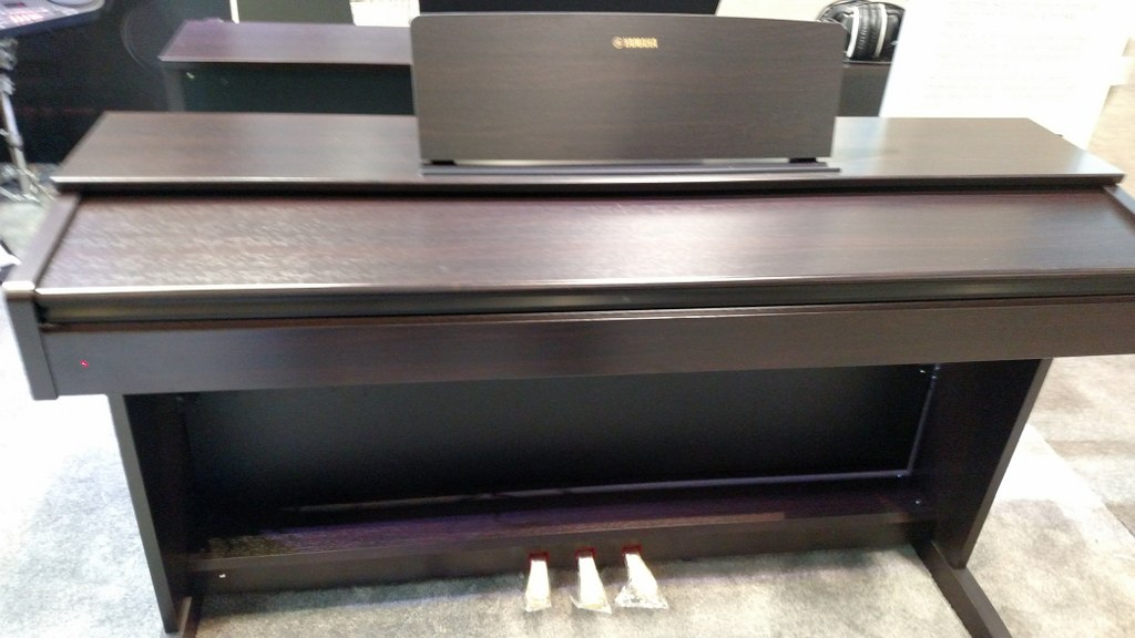 az piano reviews review yamaha ydp103 digital piano recommended low priced arius. Black Bedroom Furniture Sets. Home Design Ideas