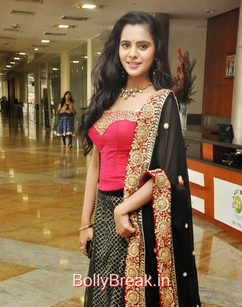 Manasa Pictures, Manasa hot pics n Red and Black Lehenga