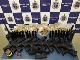 Armas, munições e cocaína