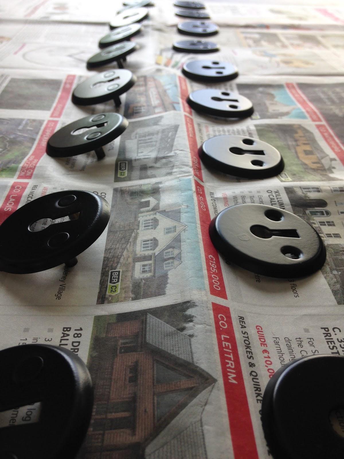 Spray Painting Interior Door handles | Maison Jen