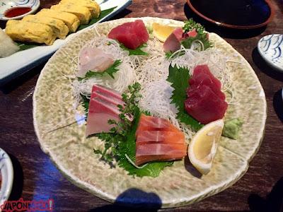 Sashimi en un izakaya de Shibuya, Tokyo