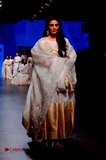Actress Tabu Walk on Ramp for Gaurang Shah at Lakme Fashion Week  0015.jpg
