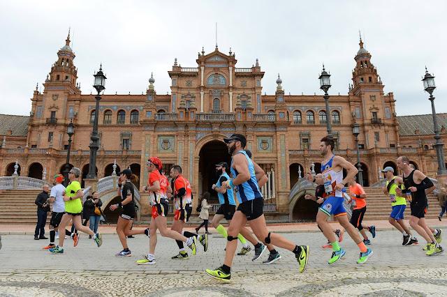 Corredores del maratón de Sevilla 2017