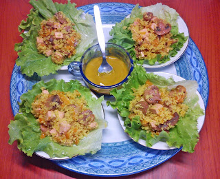 ReRevuelto de Cuscus con Tofu y Champiñones sobre Hojas de Lechuga.-