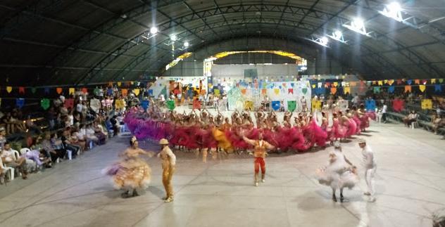 Confira imagens e vídeos da 1ª noite  IV Festival de Quadrilhas em Delmiro Gouveia