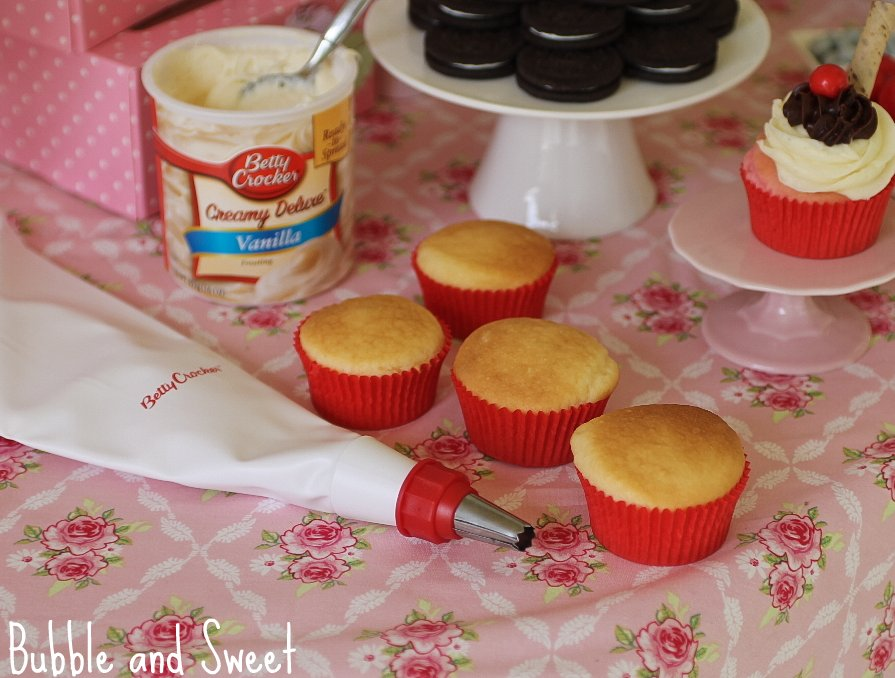 Bubble And Sweet How To Host A Cupcake Decorating Birthday Party