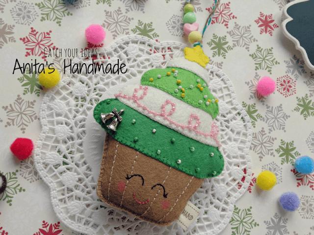 filc, felt, feltro, fieltro, babeczka, muffinka, cupcake, muffin, christmas cupcake, christmas muffin, filcowa babeczka, babeczka z filcu, filcowa muffinka, muffinka, z filcu, felt cupcake, cupcake of felt, felt muffin, muffin of felt, bolo com feltro, bollo con fieltro, christmas cupcake, świąteczna babeczka, swiateczna babeczka, swiateczne handmade, felt christmas, christmas handmade, handmade, hand made, ręcznie robione, recznie robione, zawieszka z filcu na choinke, filcowa zawieszka na choinke, christmas, christmas felt ornament, christmas decoration, świąteczne ozdoby, swiateczne ozdoby, boze narodzenie, craft, cute felt, hobby, felt craft, choinka, christmas tree, Adorno de Navidad en un árbol de navidad, Ornamento do Natal em uma árvore de Natal