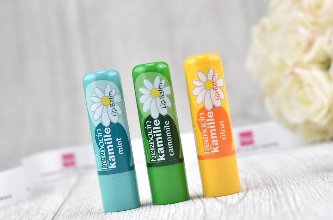 Inhalt beautypress News Box Dezember 2018 - herbacin - Lip Balm Naturkosmetik