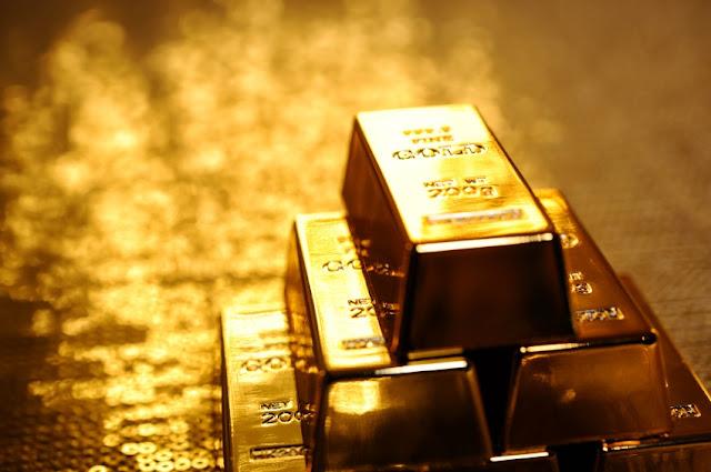 Harga Emas Melemah Terhajar Penguatan Dolar AS