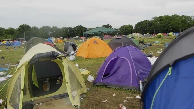 Tendas deixadas para trás depois do Festival de Glastonbury