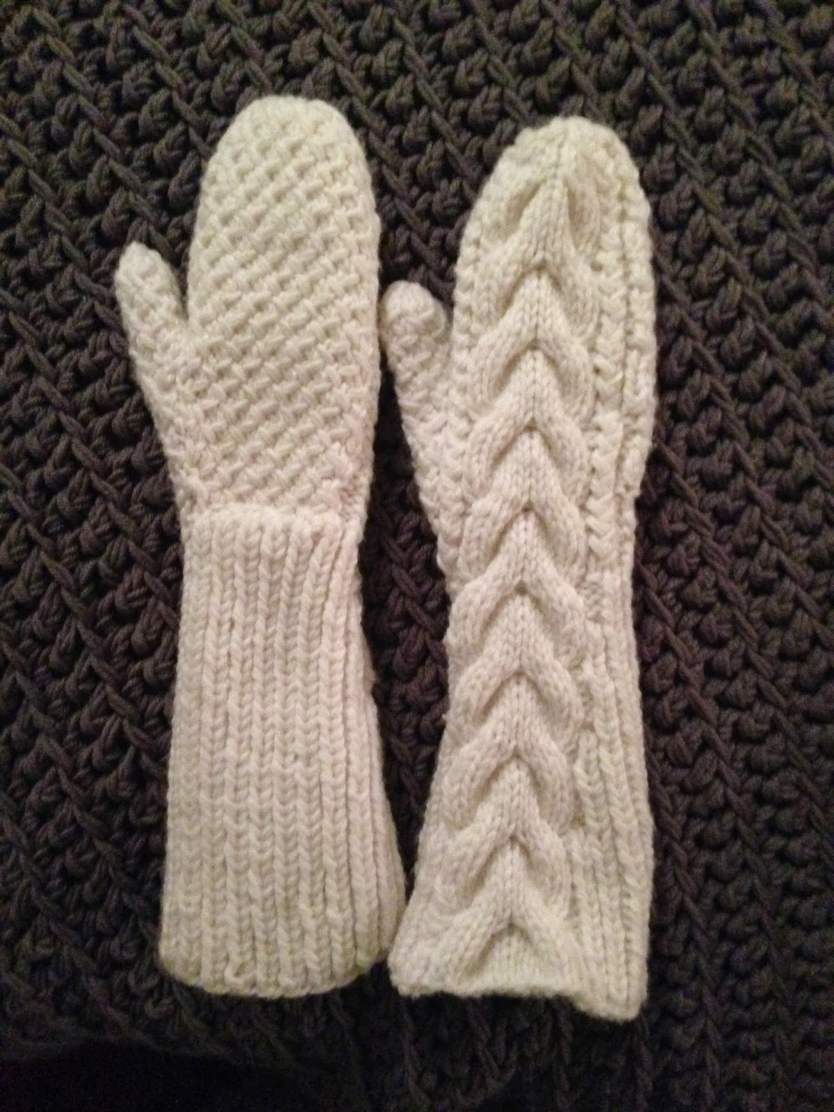 Bella Gloves Knitting Pattern : Bellas Mittens - iKNITS