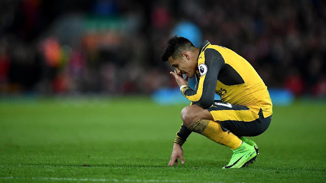 Di Balik Keputusan Mencadangkan Sanchez di Anfield