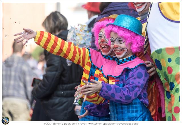 Carnevale cantù maschera clown bimbi