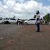 Moradores interditam TO-010 e pedem recuperação do asfalto na região