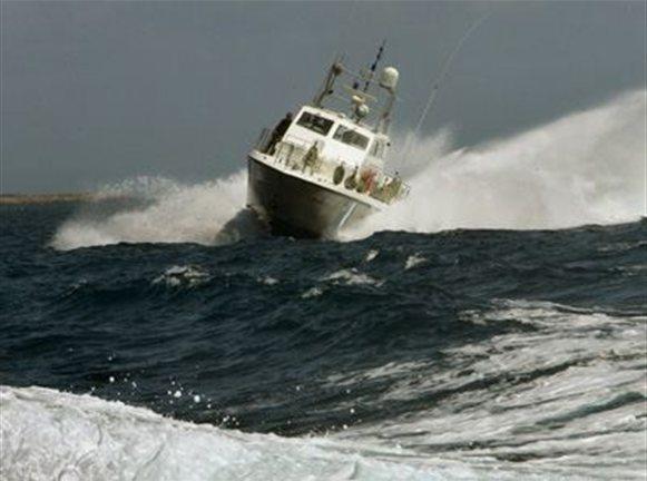 Επιχείρηση του Λιμενικού για ακυβέρνητο σκάφος στην Αίγινα