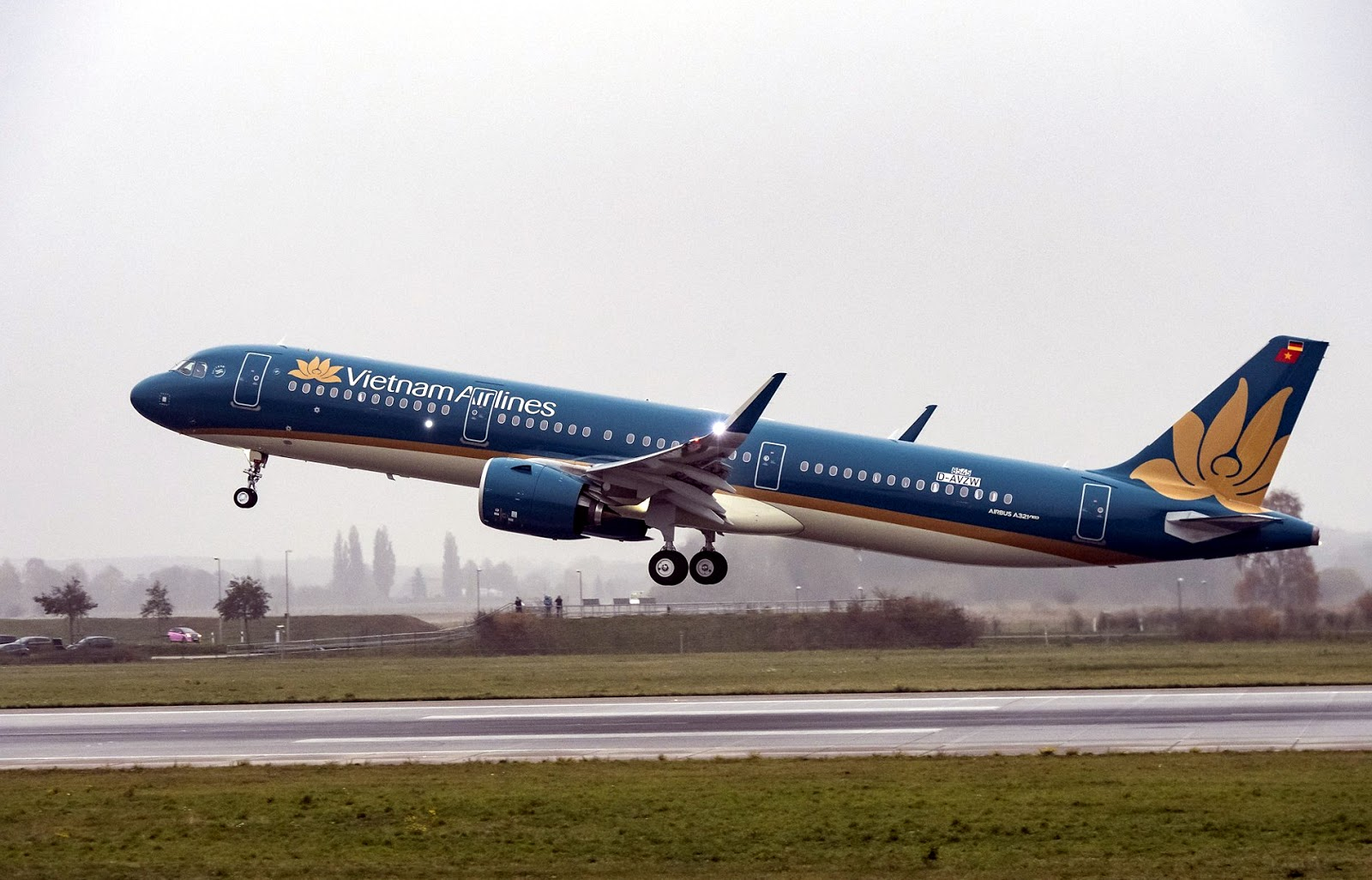 Vietnam Airlines of Airbus A3210neo Takeoff