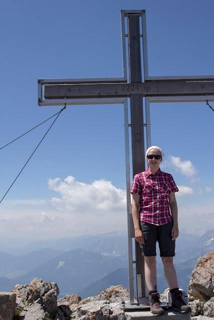 Zweitätige Wanderung im Gesäuse von Gsatterboden zum Buchsteinhaus und weiter über den Südwandband Klettersteig auf den Großen Buchstein - am Gipfelkreuz
