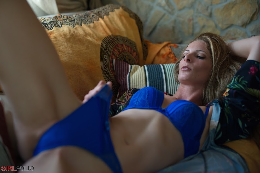 [GirlFolio] Rebecca Leah - Blue For You