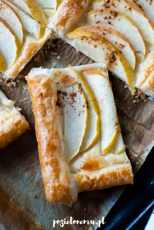 Prosta tarta z jabłkami na cieście francuskim