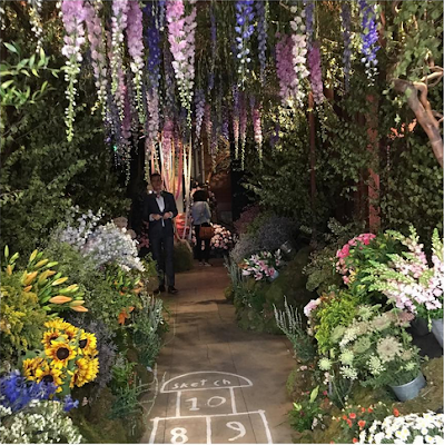 Chelsea Flower Show 2017 the sketch restaurant london entrance via belle vivir