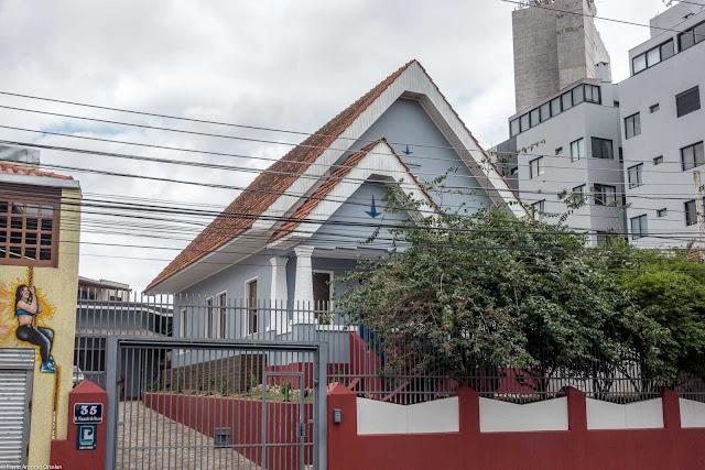 Mais uma casa na Visconde de Nacar