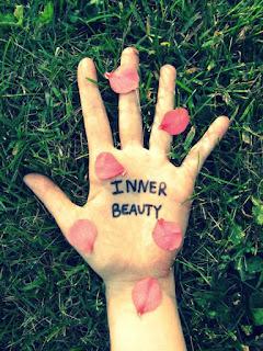 Menjadi wanita menarik tak harus cantik