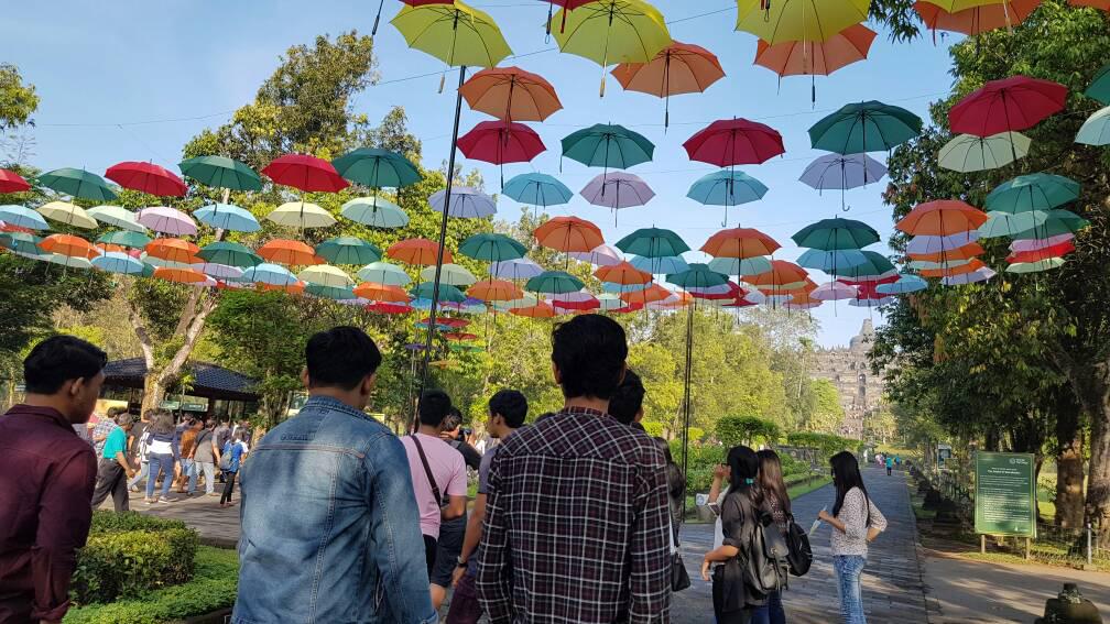Payung Teduh Bikin Nyaman Pengunjung Candi Borobudur Info