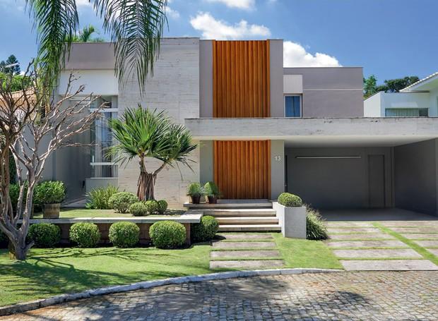 casa integrada com o jardim esbanja iluminação...confira em :  buscas populares