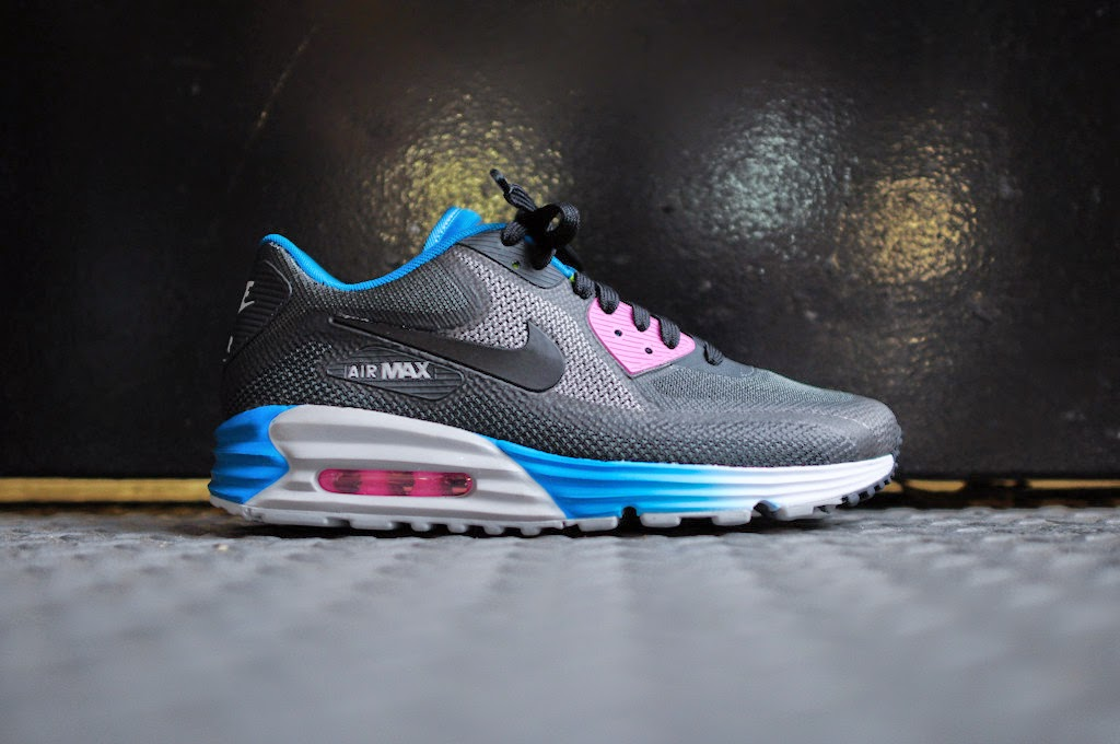 brand new d2977 764ef A truly timeless classic, the Nike Air Max 90 continues its legacy with  this modern update. Sitting atop a Lunarlon midsole, the sneaker features a  no-sew ...