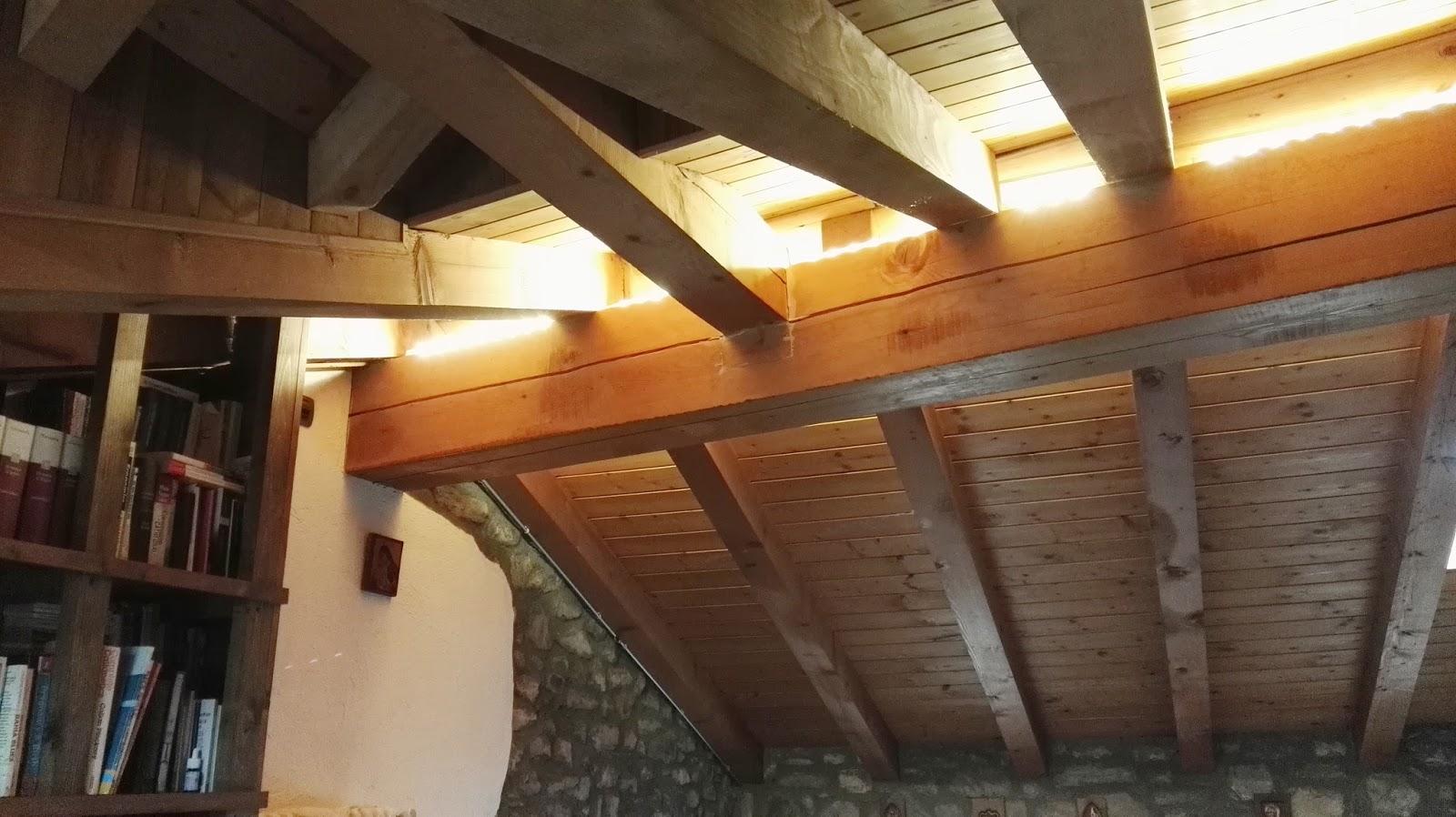 Illuminazione Travi Legno ~ Ispirazione design casa