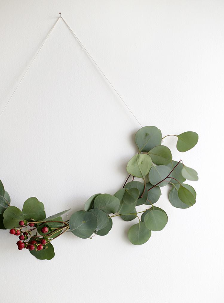 Asymmetrical wreath via The Merrythought