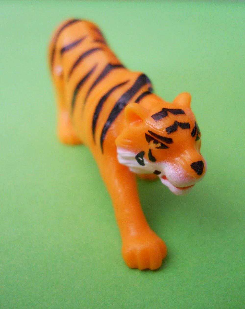 tigre de regalo de huevo kinder sorpresa