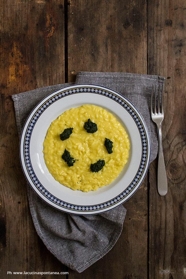 Immagine contenente piatto con risotto giallo allo zafferano cavolo nero e arancia