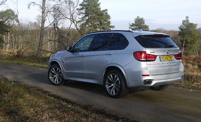 BMW X5 xDrive40e rear side view