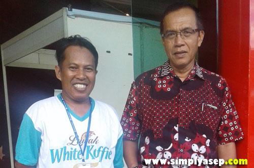 FOTO SELFIE : Penulis berkesempatan berbincang singkat dengan Pemimpun Redaksi Harian Tribun Pontianak Ahmad Suroso di sela sela Pameran Industri Kreatif 2017 yang baru usai ini.  Foto IST