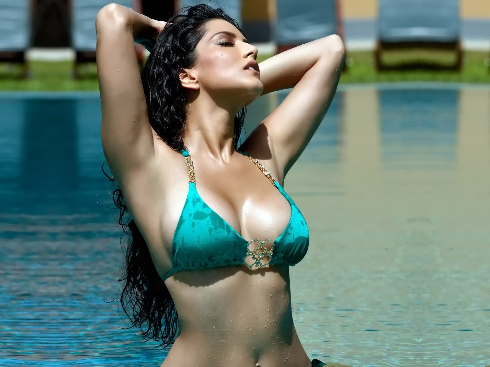 Hot Sunny Leone in Jism 2