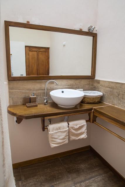 Cuarto de baño del hotel Kelly Creek en Cahuita