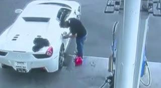 Ladrão rouba Ferrari e é preso 2 semanas depois por não saber como abastecer o carro