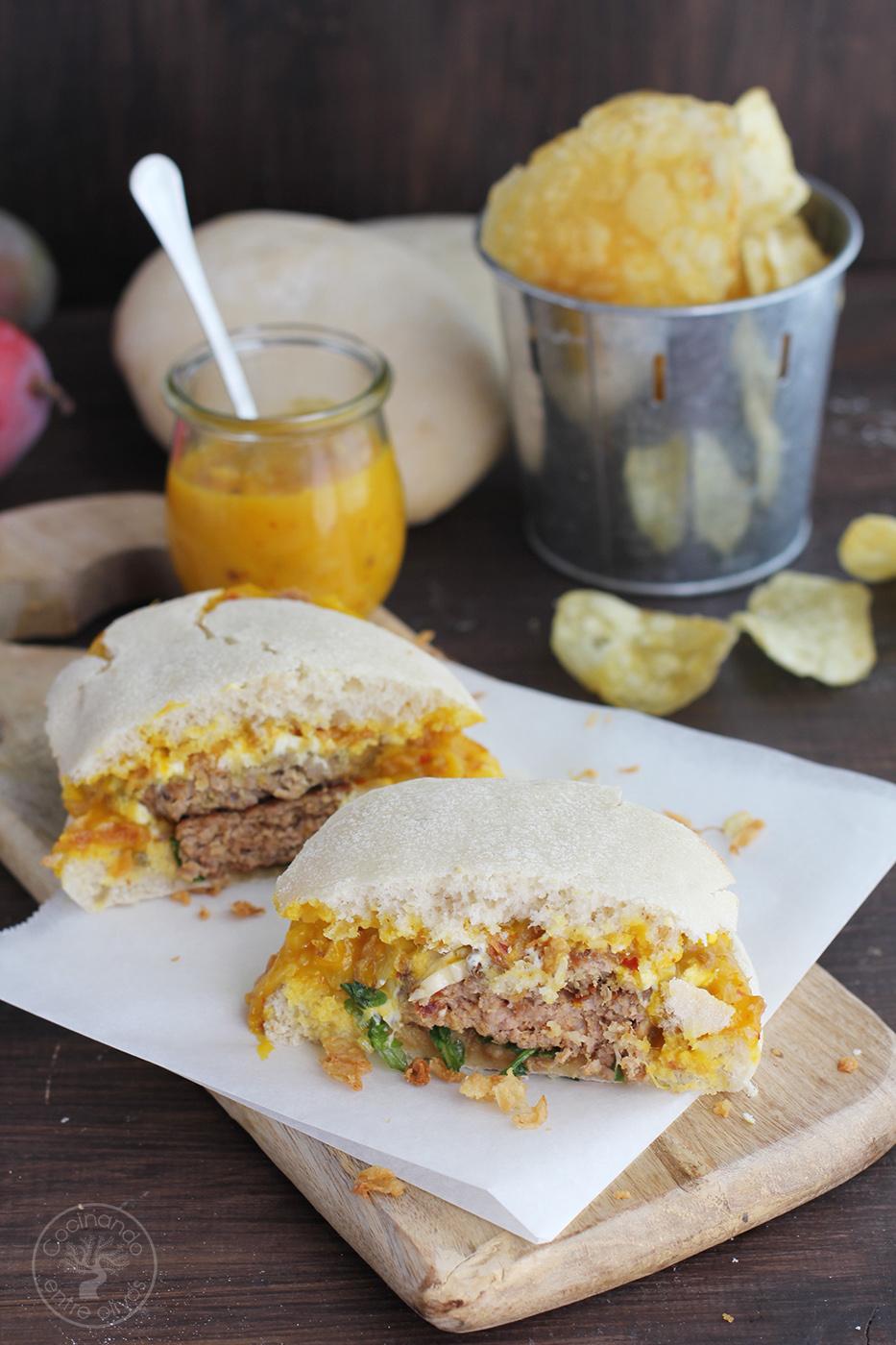 Cocinando entre olivos hamburguesa de cordero con queso for Cocinar con mango