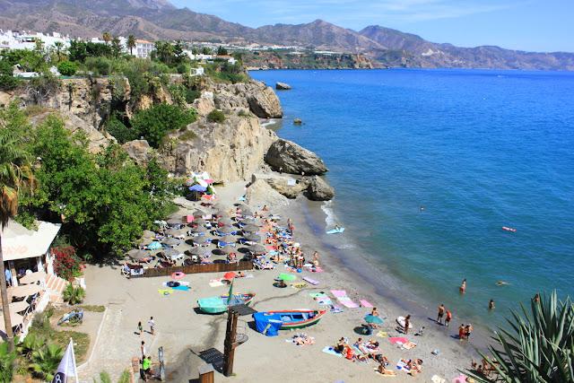 wakacje w Hiszpanii, plaża w Nerja