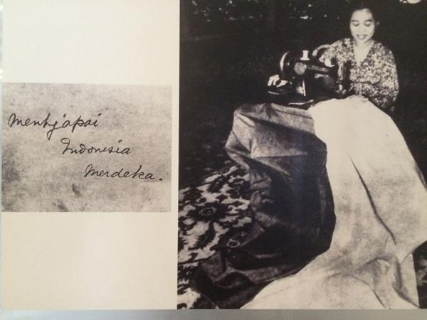 ibu Fatmawati menjahit bendera Merah Putih