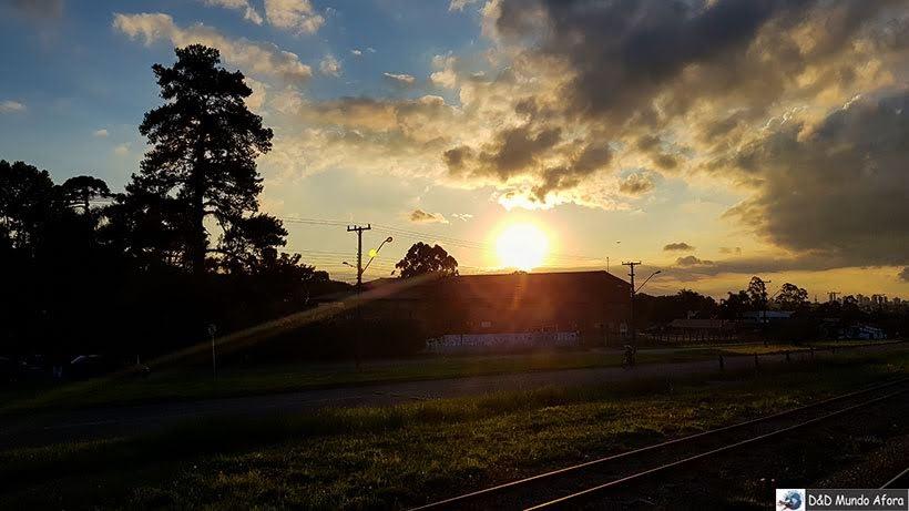 Pôr do sol no Planalto de Curitiba -Passeio de trem de Curitiba a Morretes, Paraná