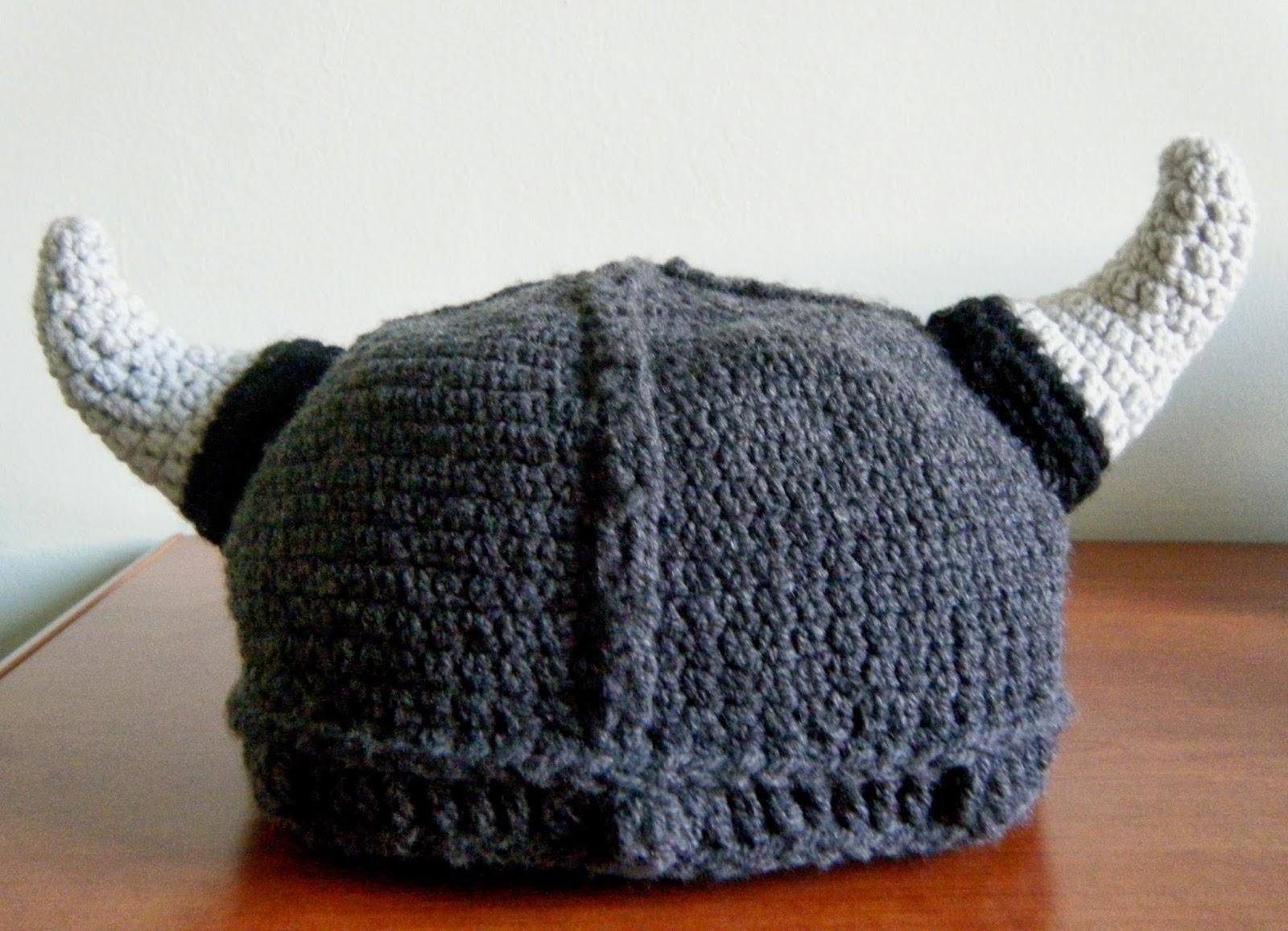 Un caldo cappello-elmo da vichingo 80864b7ccbae