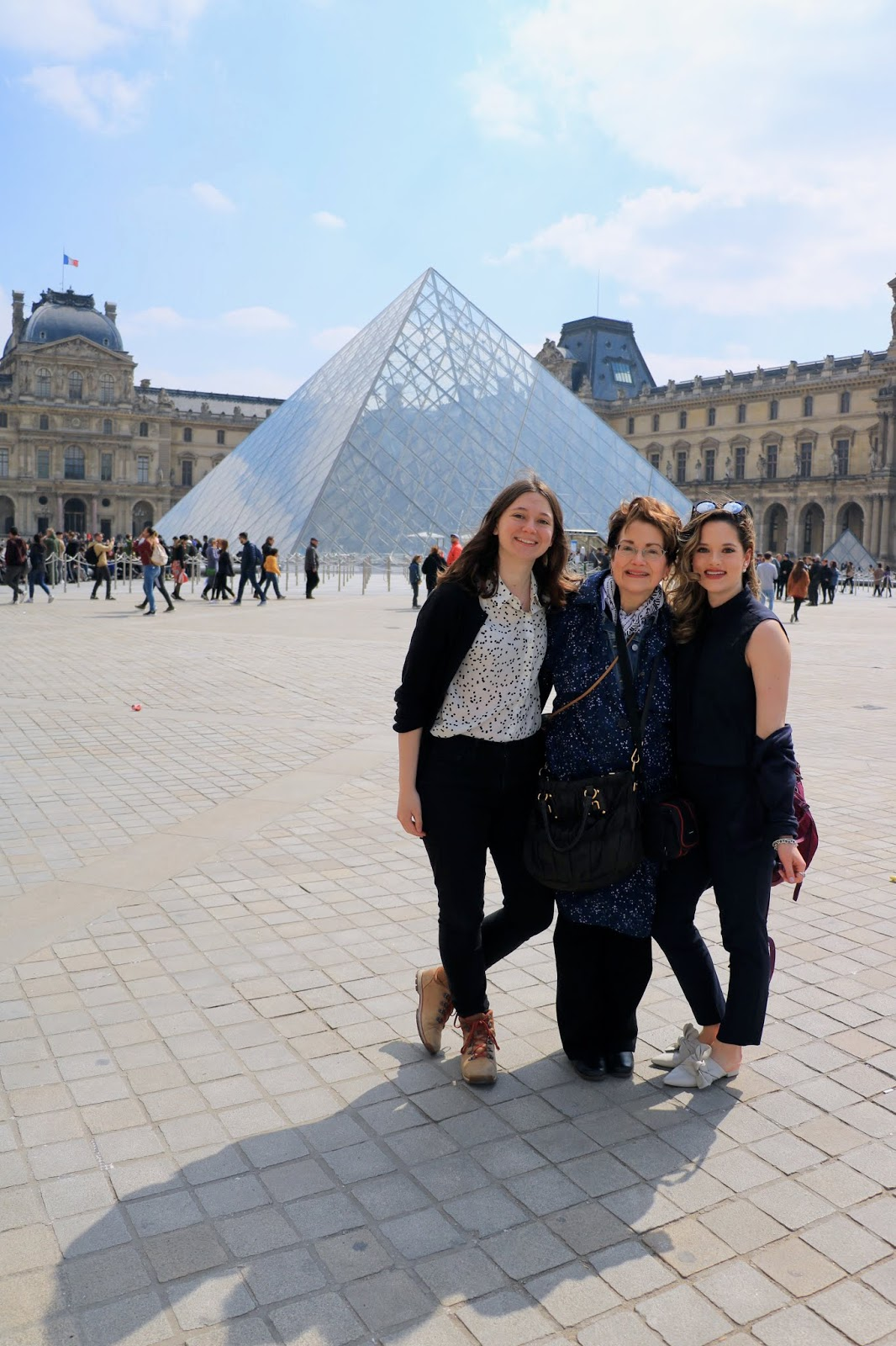 Louvre glass pyramid blogger pics