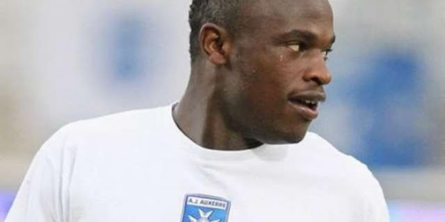 Full details of Dennis Oliech's deal with Gor Mahia, the money he will earn per month and other benefits.