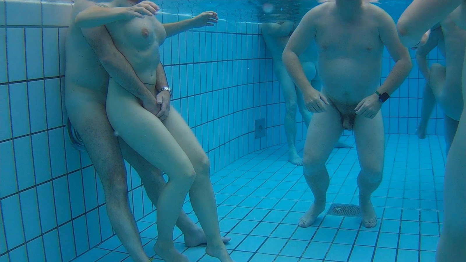 nudist-swimming-pool-shower