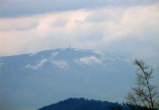Zbliżenie na Skrzyczne (1257 m n.p.m.) - najwyższy szczyt Beskidu Śląskiego
