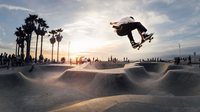Informações sobre a pista de skate em Santa Mônica