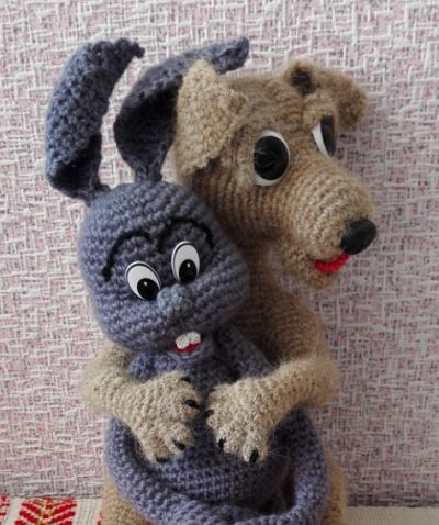 Вязаный щенок и зайчик